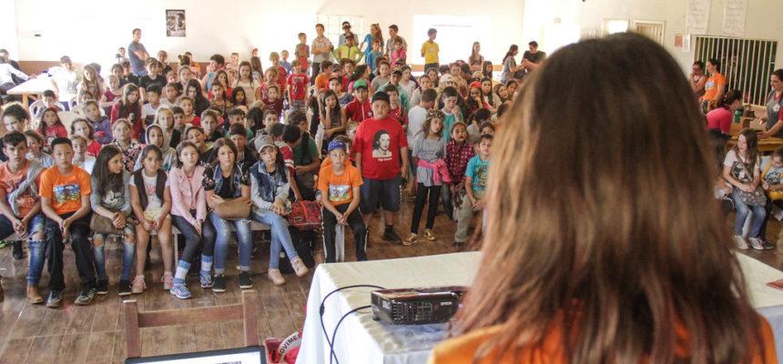Crianças Sem Terrinhas se encontram no Assentamento Conquista dos Palmares, em SC