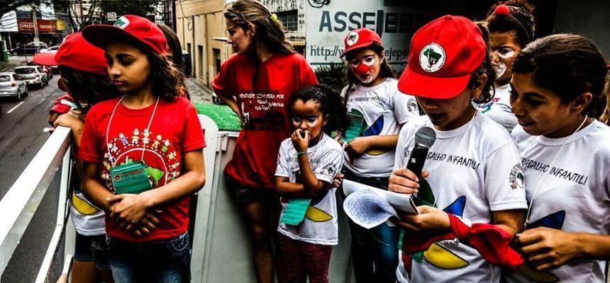 Crianças Sem Terrinha se reúnem em defesa de brincar e lutar, no Paraná