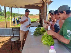 Cooperativa do MST realiza atividade no dia mundial da alimentação no Paraná