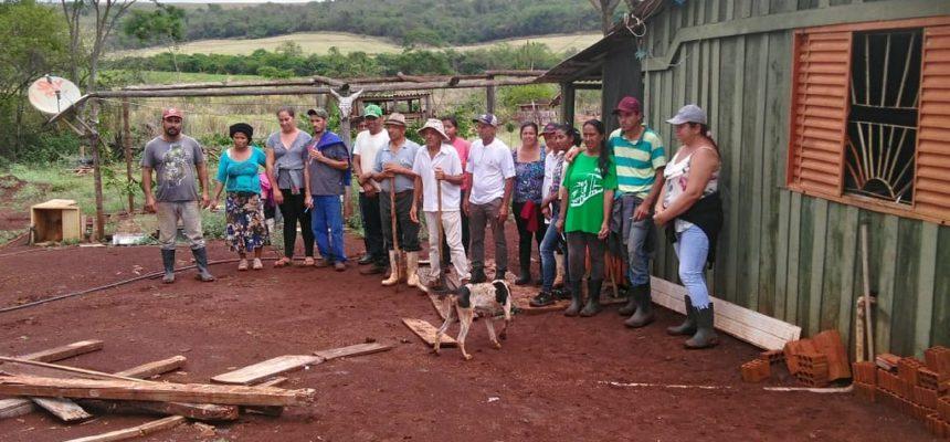 Mais de 50 famílias resistem a ameaça de despejo no Paraná