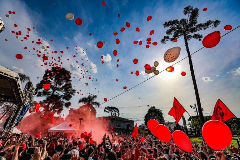 Nas redes e nas ruas: aniversário de Lula mobiliza milhares no Brasil e exterior