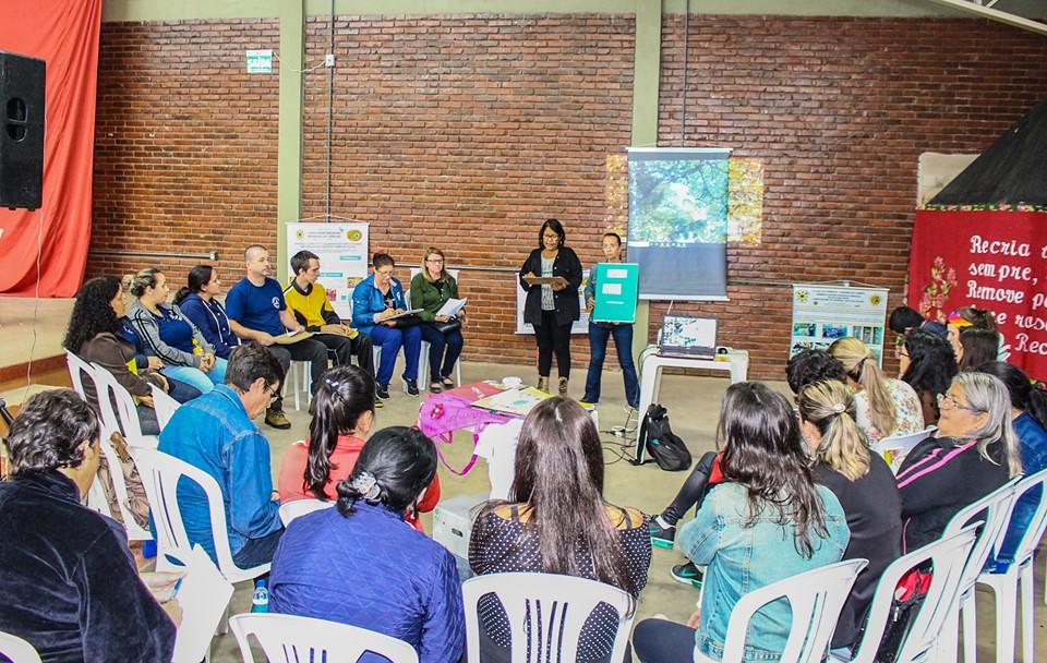 Educadores apresentaram experiências diversas que são desenvolvidas nas escolas em que trabalham. Foto - Maiara Rauber..jpg