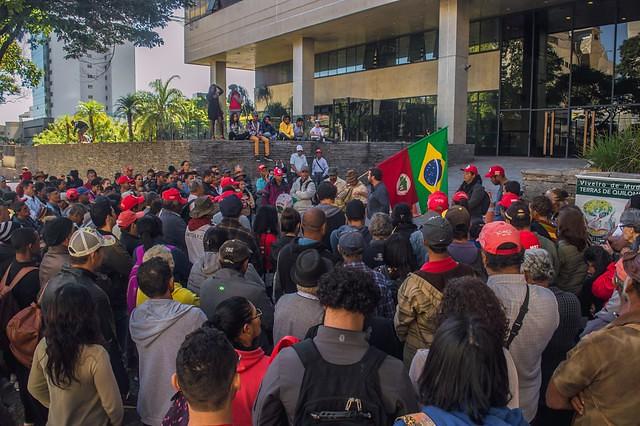 Militantesna última audiência em frente ao TJMG - Dowglas Silva.jpg