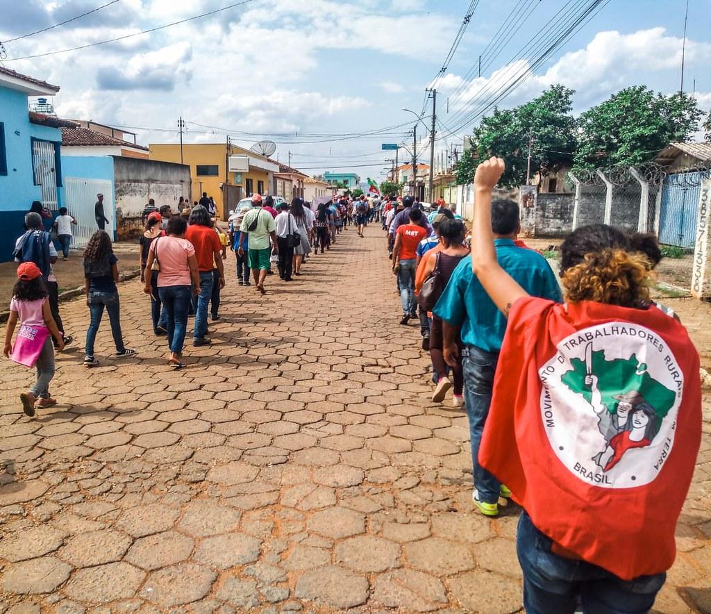 Marcha pelas ruas de Campo do Meio.jpeg