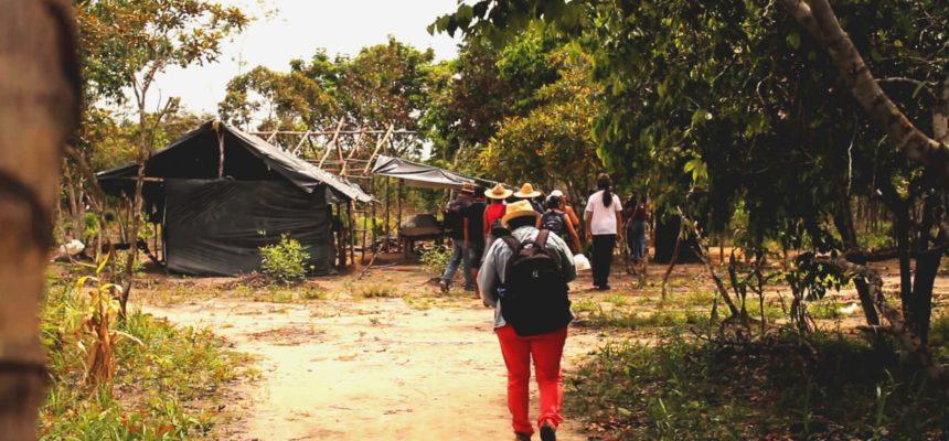 Famílias do acampamento Lula Livre recebem mandado de despejo