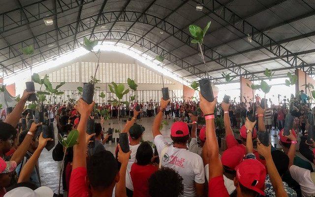 Mil mudas de árvores são distribuídas em celebração aos 30 anos do MST no Ceará