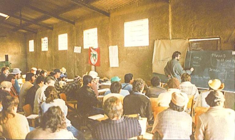 Escola-improvisada-garante-a-formação.-Foto-MST