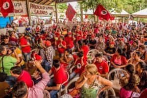 Encerramento de Encontro Estadual do MST reúne mil pessoas no Norte do Paraná