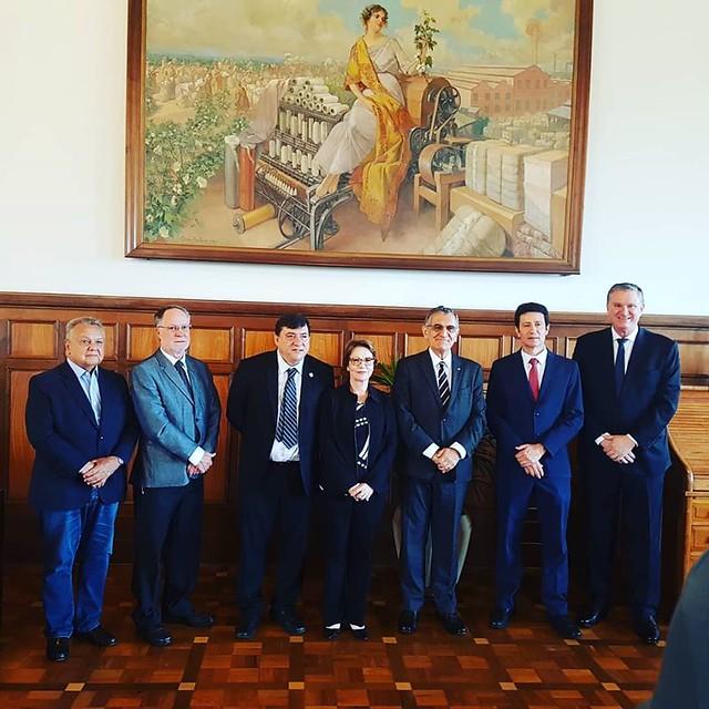 A ministra com o prefeito de Piracicaba, o reitor da USP e a direção da ESALQ / Foto: Comunicação ESALQ