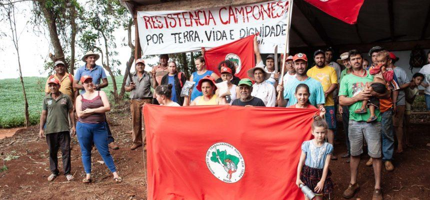 Famílias do MST completam um mês de vigília contra despejos em Cascavel, Paraná