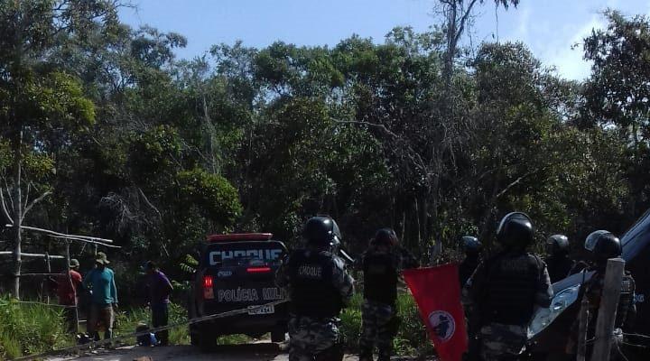Polícia de Roraima queima pertences de famílias durante despejo violento