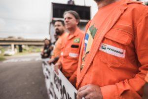 No PR, MST se soma à petroleiros em mobilização contra fechamento da Fafen