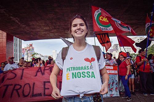 Movimentos sociais se manifestam na Avenida Paulista em apoio aos petroleiros