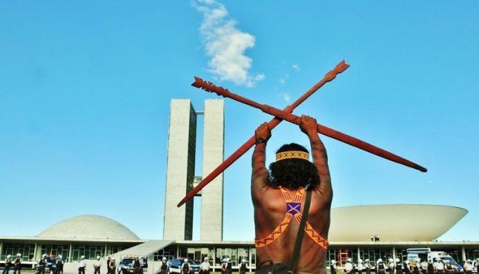 APIB repudia o projeto do governo Bolsonaro de regulamentar a mineração, empreendimentos energéticos e o agronegócio em terras indígenas