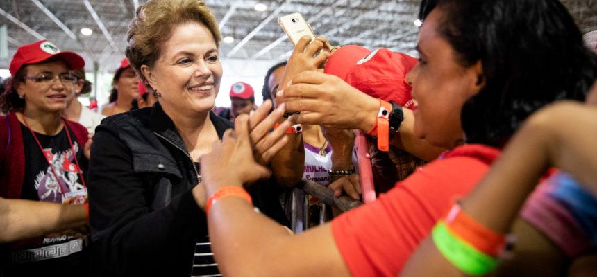 """Dilma Rousseff: """"O Brasil deveria ficar muito agradecido às mulheres corajosas e guerreiras do MST"""""""