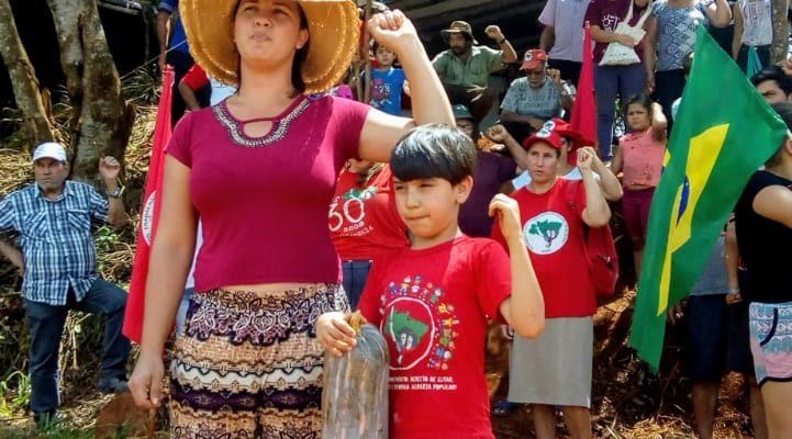 Exposição de fotografias apresenta Vigília do MST contra despejos em Cascavel (PR)