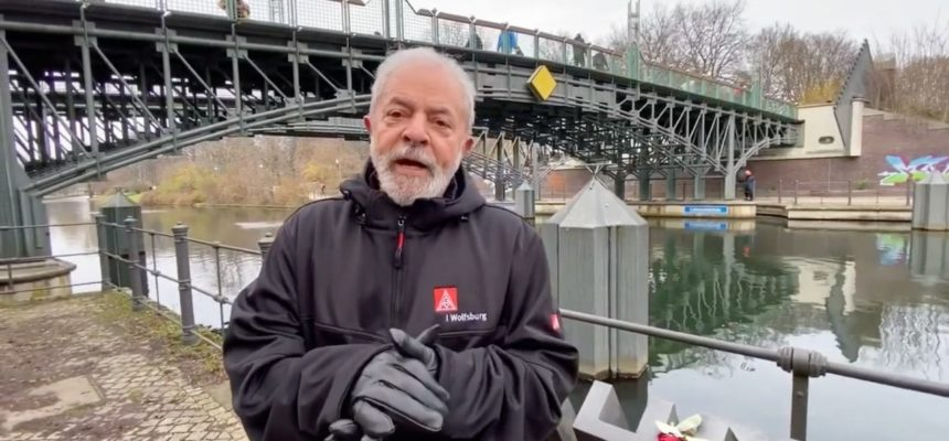 Lula saúda mulheres do I Encontro Nacional das Mulheres Sem Terra