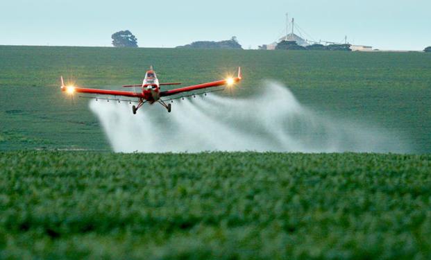 A quem interessa a pulverização aérea de agrotóxicos nos territórios?
