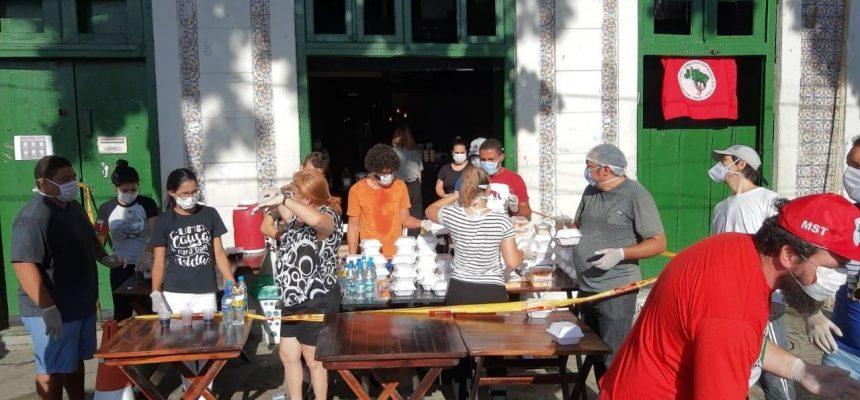 Em Pernambuco, MST alimenta população de rua e oferece centro de formação como hospital de campanha