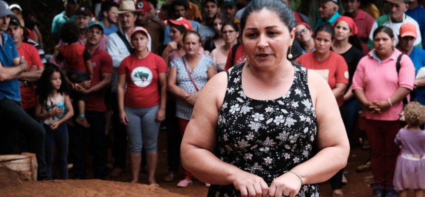 Cerca de  300 pessoas reforçam apoio às mulheres no Oeste do Paraná