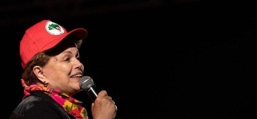 """""""Lutemos como sempre lutaram as mulheres, com muita força"""", diz Dilma Rousseff"""