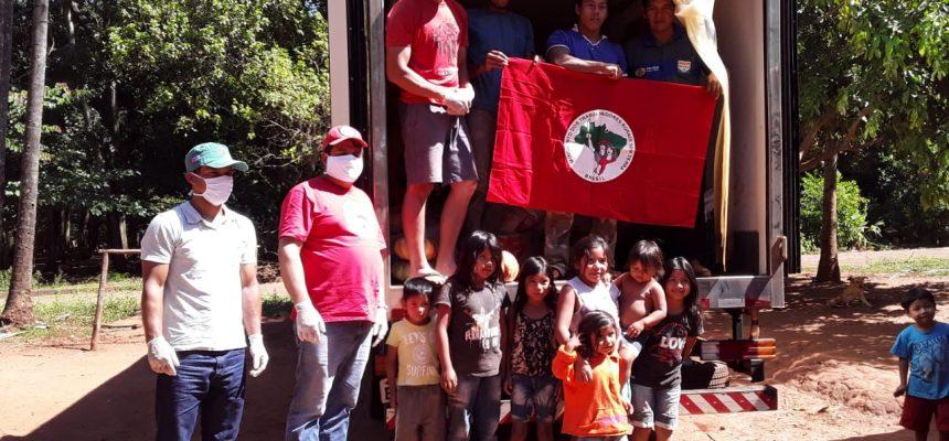 Famílias Sem Terra doam 2 toneladas de alimentos para aldeias indígenas no Paraná