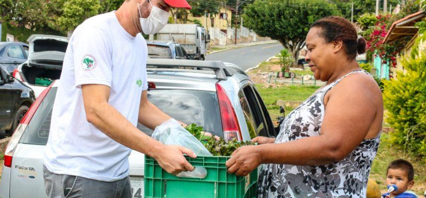 MST distribui alimentos da Reforma Agrária para quilombolas de Porto Alegre