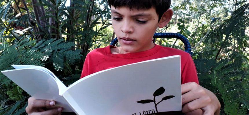 Brincar, ler e tirar fruta do pé: a quarentena das crianças do assentamento Eli Vive, no Paraná