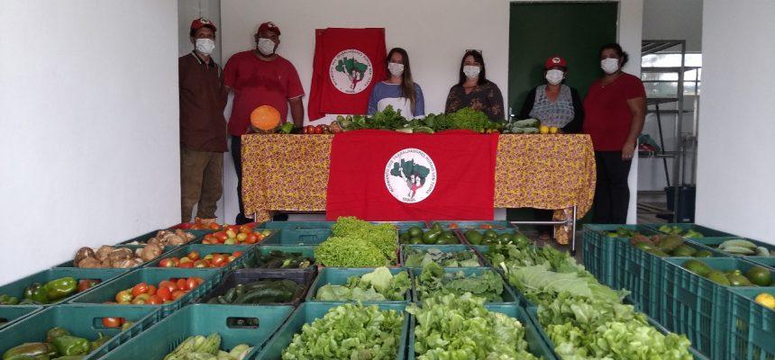 Em SP, MST doa 1,5 tonelada de alimentos para trabalhadores urbanos