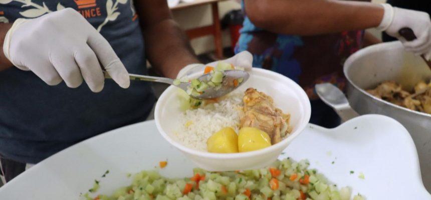 Sem Terra doam marmitas para ocupação em São Paulo