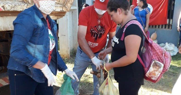 Acampamento do MST em fazenda de ex-deputado doa 1,5 toneladas de alimentos
