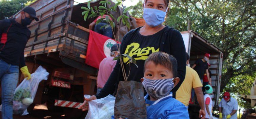 MST doa cestas de alimentos e mudas para comunidades Guarani e Kaiowá no MS
