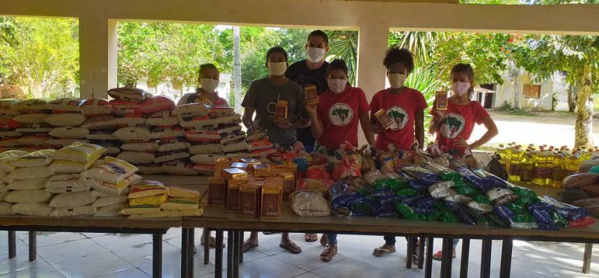 No ES, MST faz doação de alimentos e de sangue