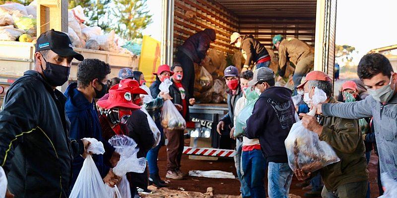 """""""Lute como quem cuida"""": campanha doa alimentos para população em situação de rua"""