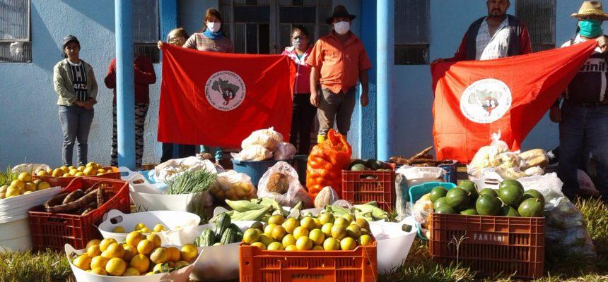 Assentamento do MST doa mil kg de alimentos para famílias de Luiziana, no Paraná