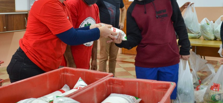 União solidária: MST e pequenos agricultores doam 5 toneladas de alimentos no PR