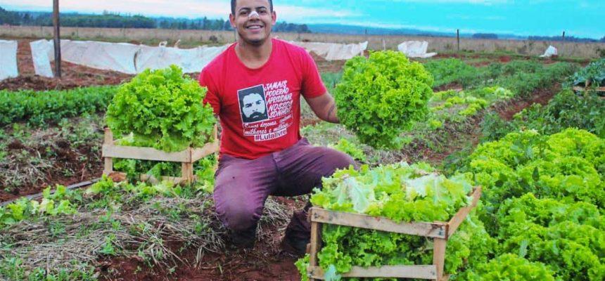 Juventude Sem Terra do MS doa 1.400 hortaliças em bairros carentes da capital