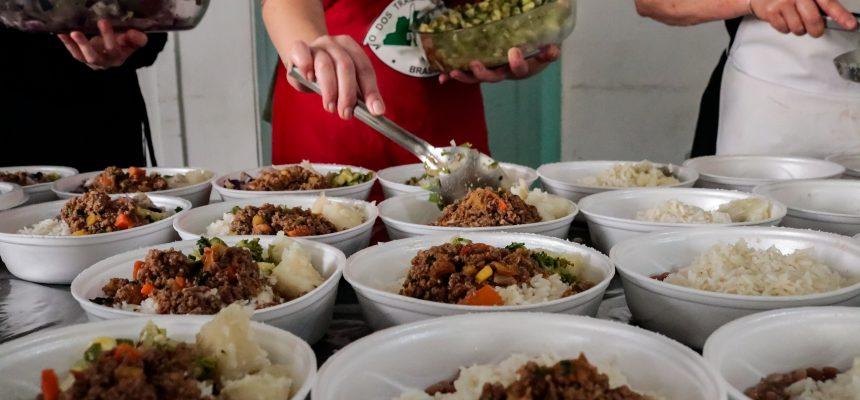 Agricultores familiares e da Reforma Agrária distribuem mil marmitas em Curitiba nesta 4ª