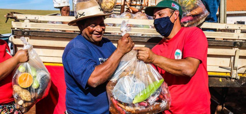 5 mil famílias Sem Terra preparam doação de 200 toneladas de alimentos no PR