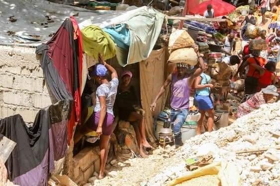 """Povo haitiano enfrenta danos causados pela passagem da tempestade """"Laura"""""""