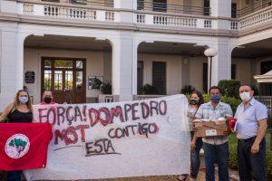 Comitiva do MST realiza visita solidária a Dom Pedro Casaldáliga, em Batatais/SP