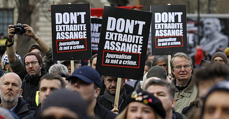 ¿Cómo impacta la posible extradición de Assange en la democracia y la justicia?