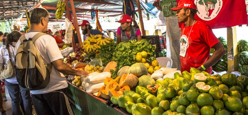 Contra a fome e pelo direito de se alimentar bem