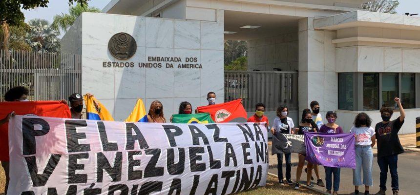 Brasília: em frente a embaixada dos EUA, movimentos denunciam o imperialismo
