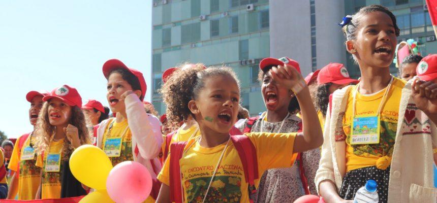 Lute como Sem Terrinha: Em Movimento, Cultivando a vida!