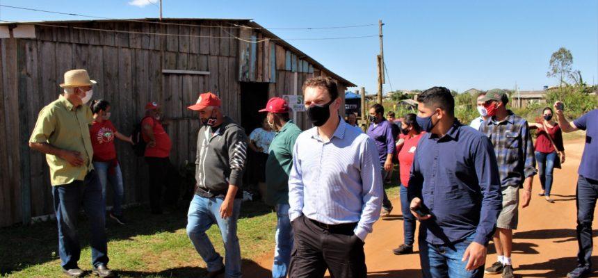 Juiz federal visita acampamento agroecológico do MST em Castro, Paraná