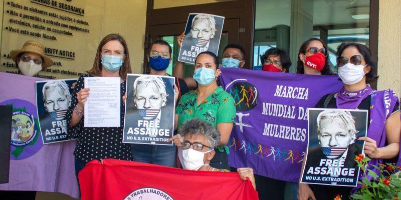 Partidos e organizações brasileiras exigem liberdade de Khitam Saafin e Julian Assange