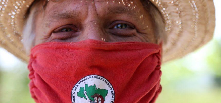 Fotos: a solidariedade que vem da terra e de mãos de voluntários do MST no Paraná