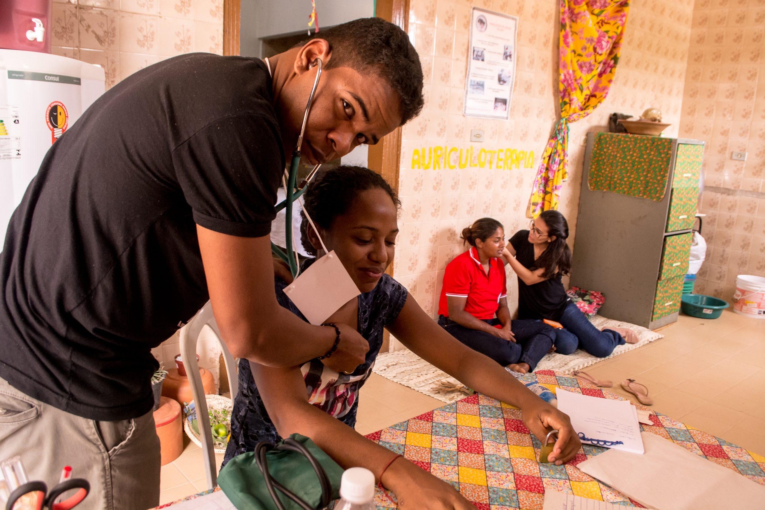 Live de Natal Mãos Solidárias lança campanha de apoio aos estudantes de medicina do MST na Venezuela