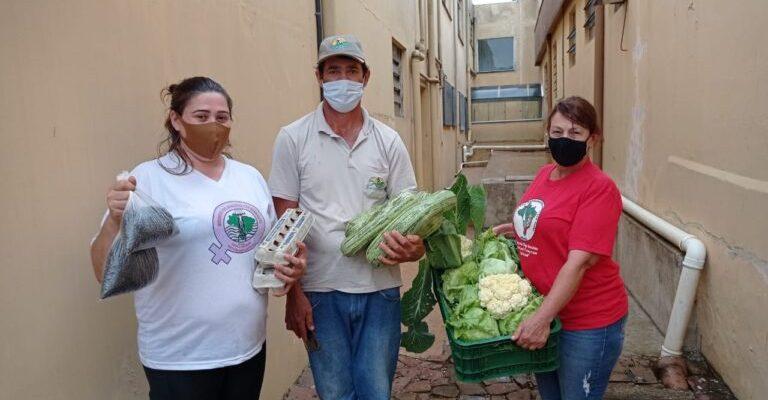 Organizações populares do campo e da cidade doam alimentos e brinquedos para famílias no sudoeste do Paraná